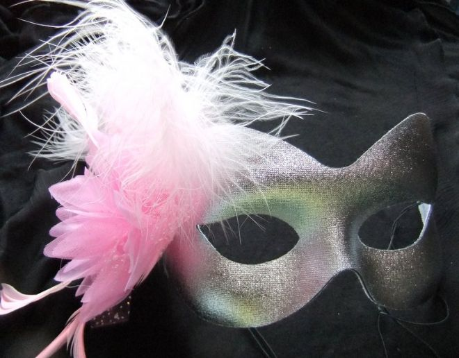Silver & pink flower feather mask (1)